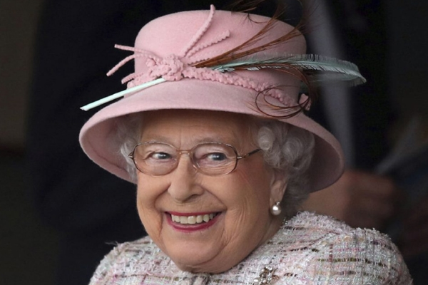 Queen Elizabeth To Get £76.1 Million Pay Hike